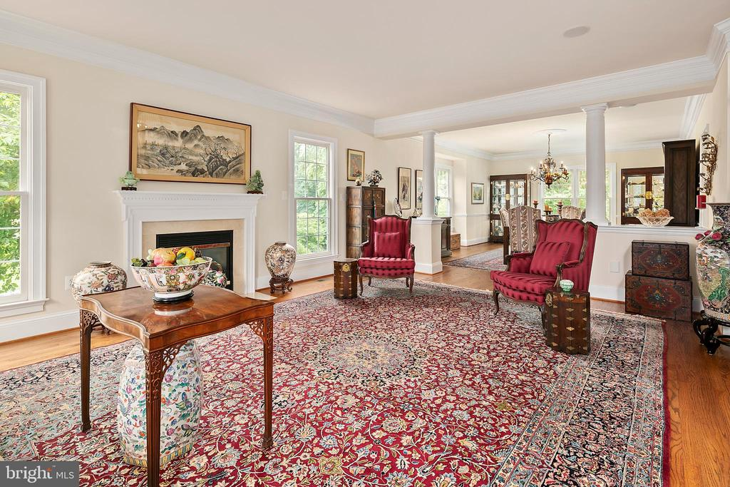 Living Room opens to Dining Room - 17504 CARLSON FARM CT, GERMANTOWN
