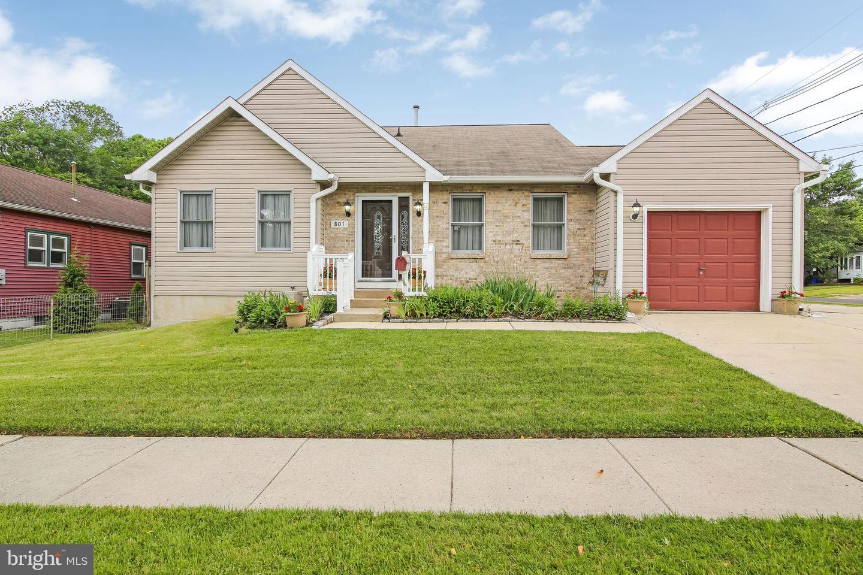 single family homes для того Продажа на Runnemede, Нью-Джерси 08078 Соединенные Штаты