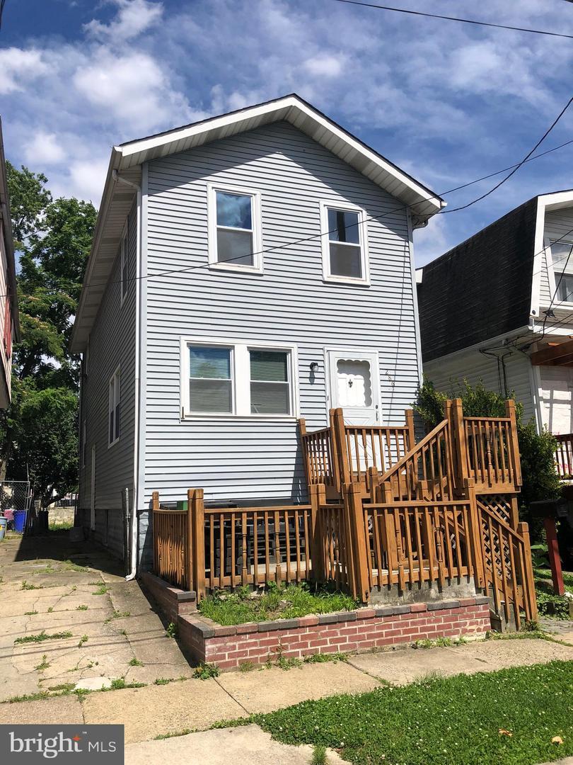 Single Family Homes pour l Vente à Woodlynne, New Jersey 08107 États-Unis