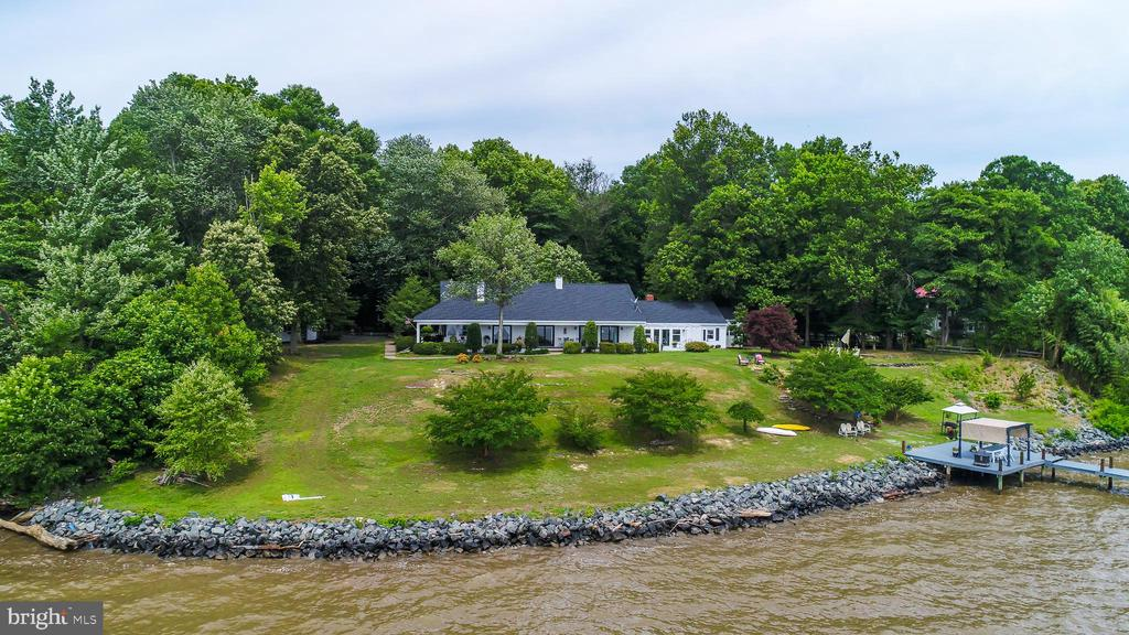 180 feet of waterfront! - 134 WALLER POINT DR, STAFFORD