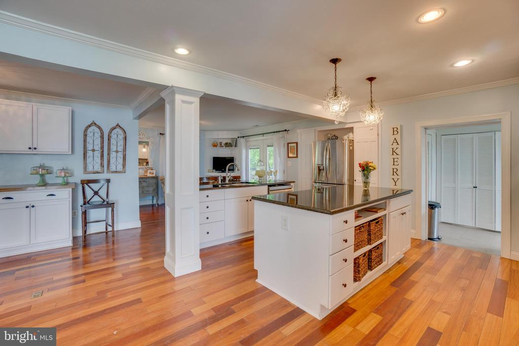 2-7ft islands for entertaining or serious chefs! - 134 WALLER POINT DR, STAFFORD