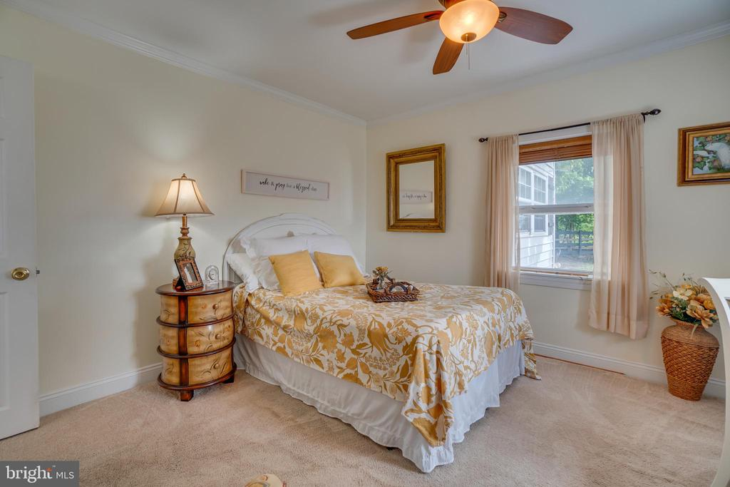 Large bedrooms throughout! - 134 WALLER POINT DR, STAFFORD