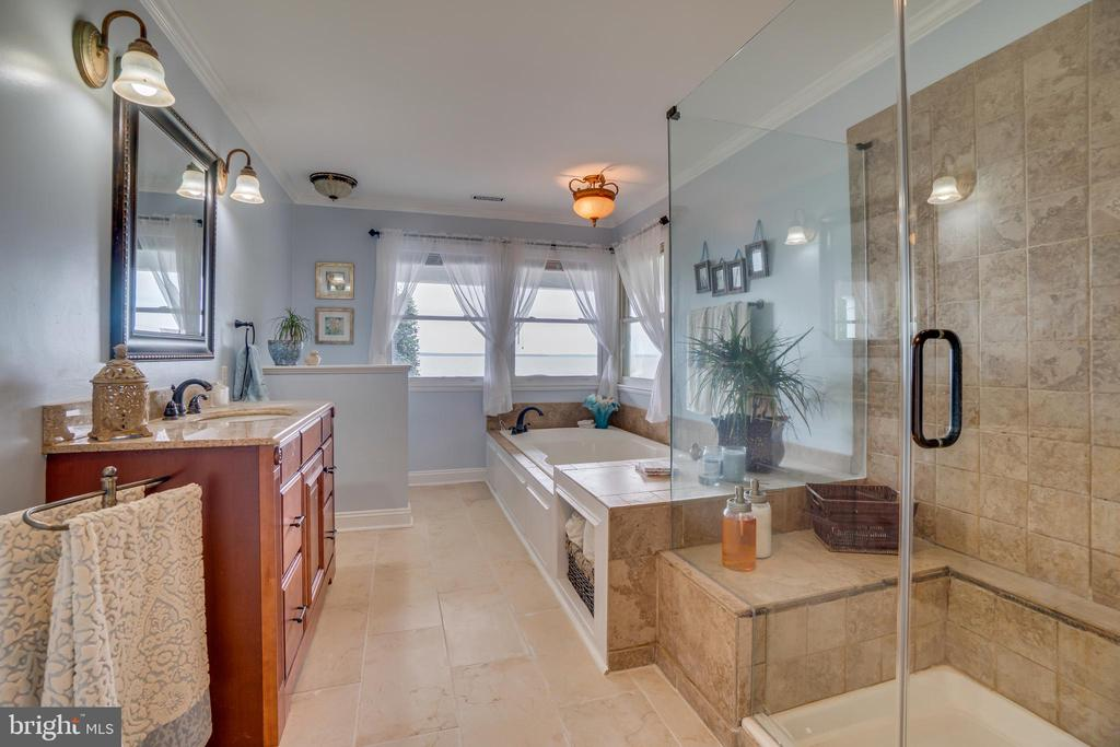 Master bath, new floors, new glass on shower! - 134 WALLER POINT DR, STAFFORD