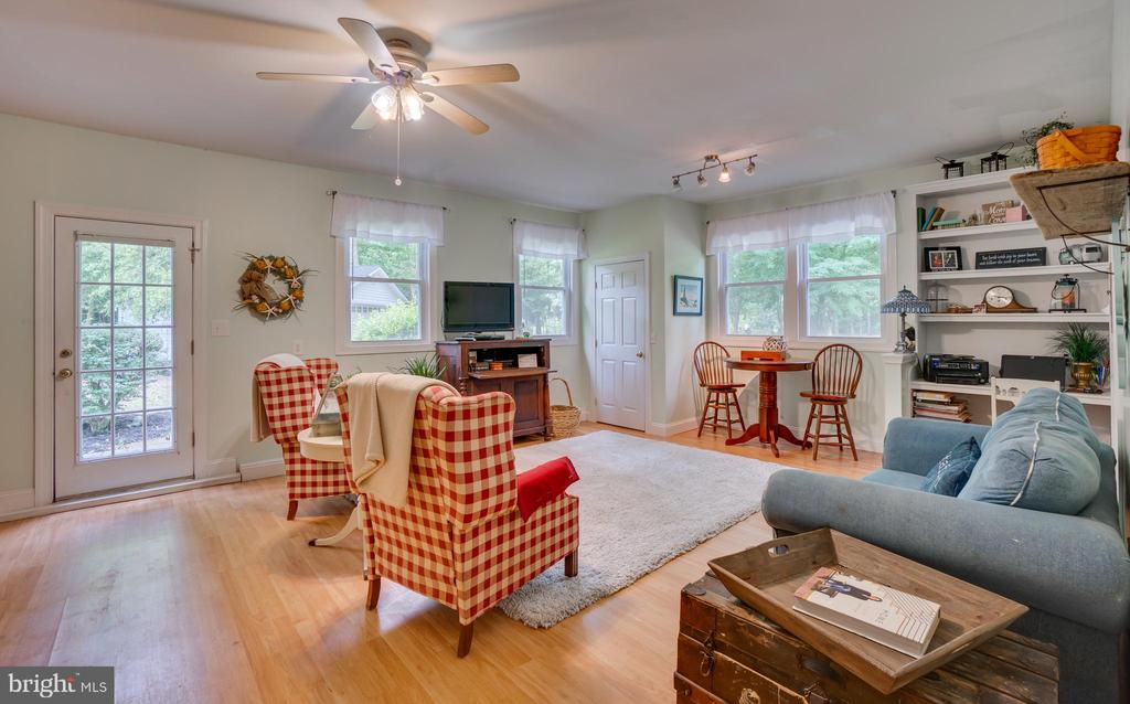 Den to enjoy a movie or read a book! - 134 WALLER POINT DR, STAFFORD