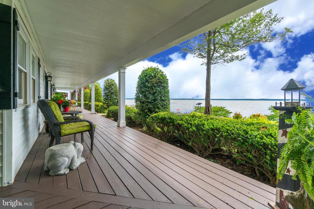 The back porch is the length of the house! - 134 WALLER POINT DR, STAFFORD