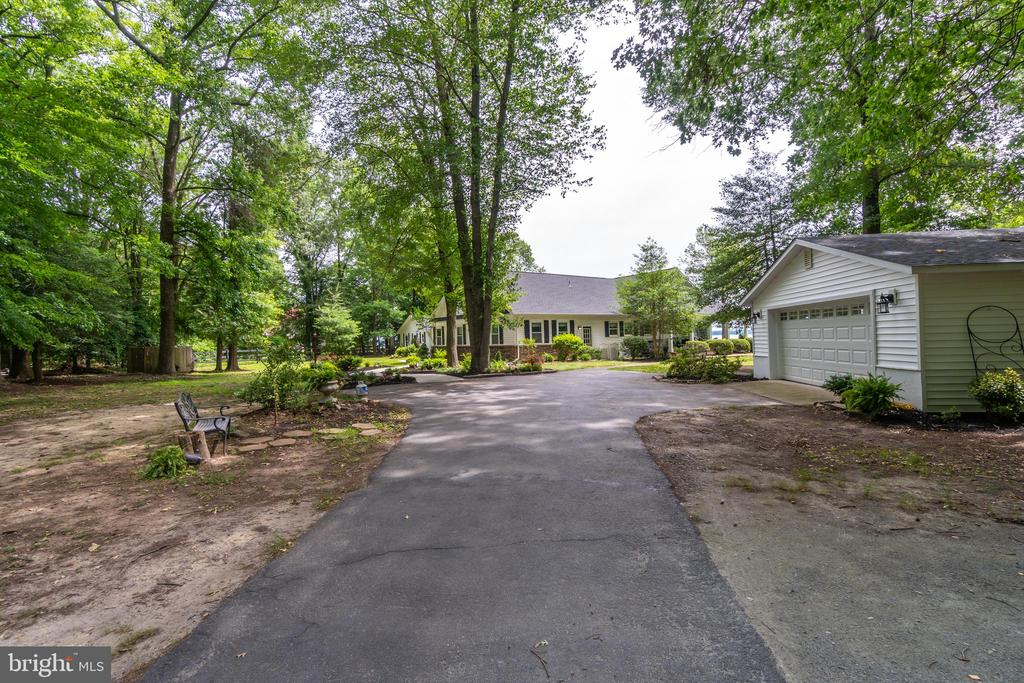 Large paved driveway will accommodate many guests! - 134 WALLER POINT DR, STAFFORD