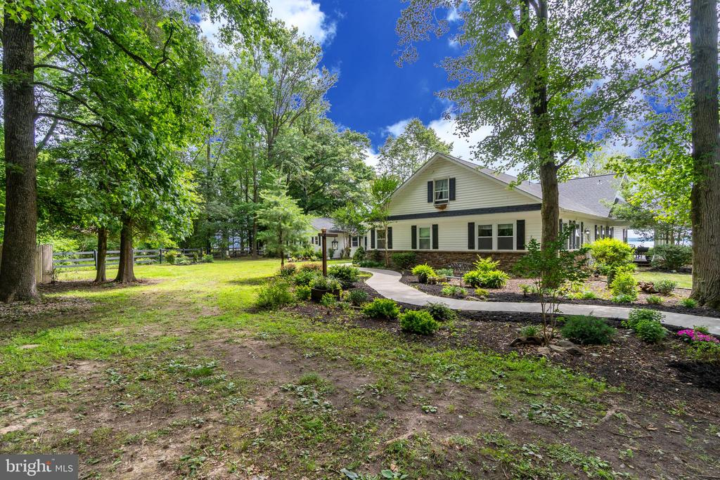 Fresh landscaping on your 7.64 acres! - 134 WALLER POINT DR, STAFFORD