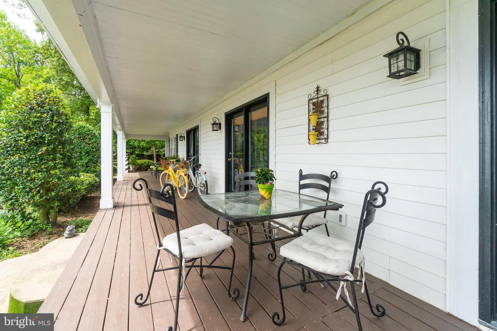 Large wraparound porch for entertaining! - 134 WALLER POINT DR, STAFFORD