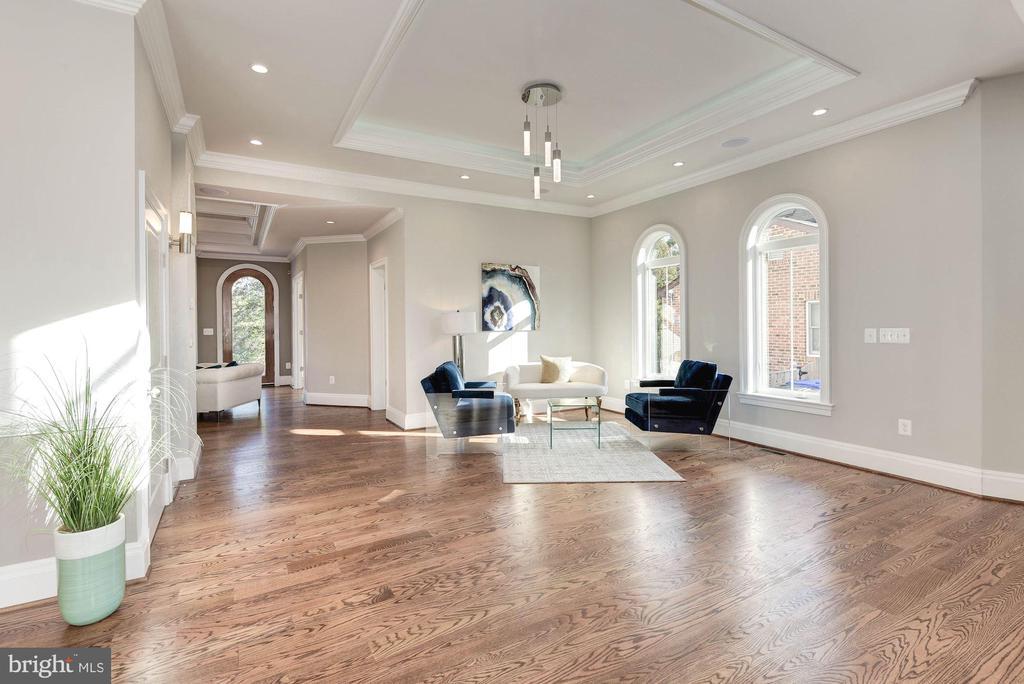 Formal sitting/salon room at first sight. - 2015 ARLINGTON RIDGE RD, ARLINGTON