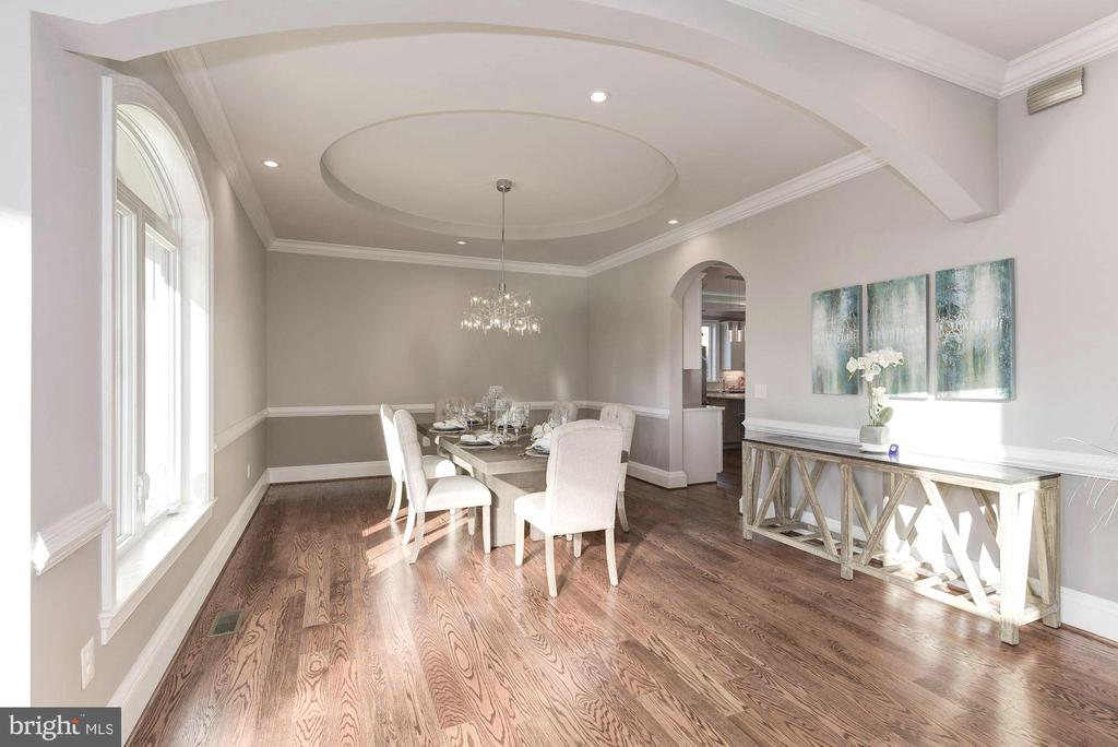 Beautiful formal dining to host your lavish events - 2015 ARLINGTON RIDGE RD, ARLINGTON