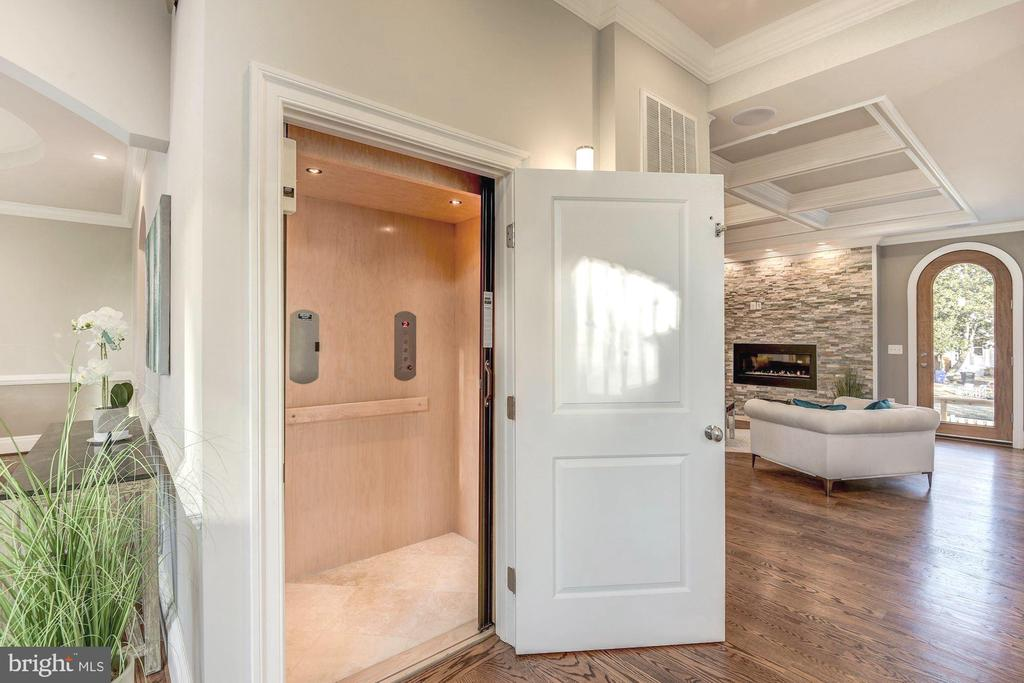 Oversized elevator connects you to all four levels - 2015 ARLINGTON RIDGE RD, ARLINGTON