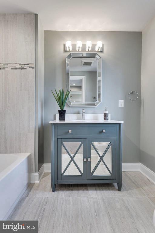 Each full bath is unique and has it's own style. - 2015 ARLINGTON RIDGE RD, ARLINGTON