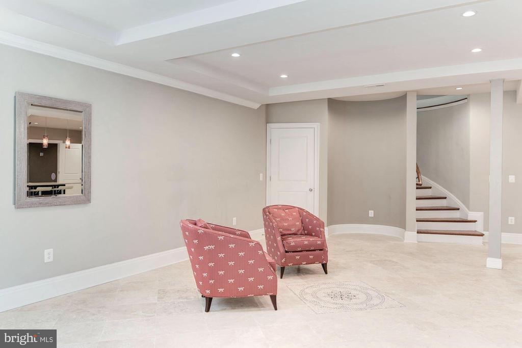 Sprawling Travertine flooring w/embleming. - 2015 ARLINGTON RIDGE RD, ARLINGTON