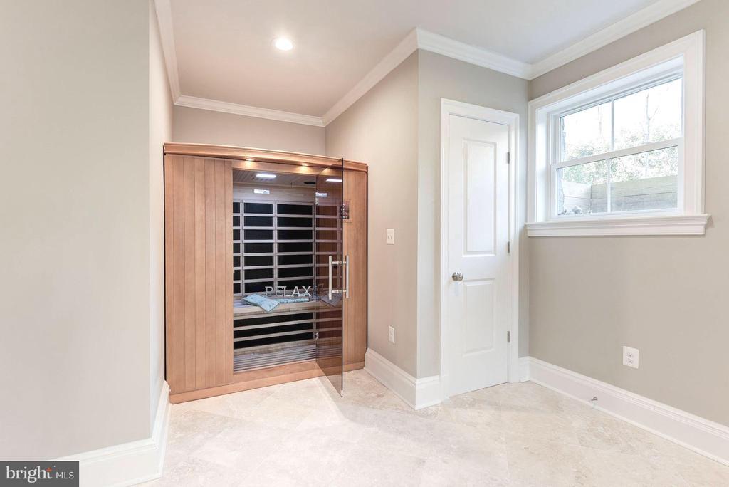 Infrared sauna is state of the art. - 2015 ARLINGTON RIDGE RD, ARLINGTON