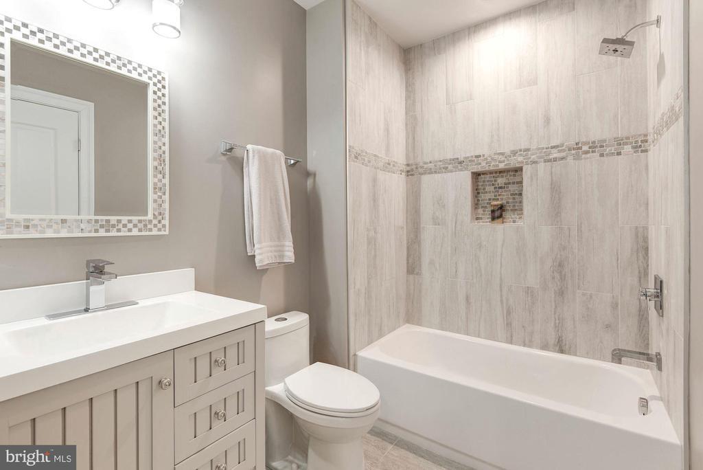 Lower Level full bath just off the gym/in-law - 2015 ARLINGTON RIDGE RD, ARLINGTON