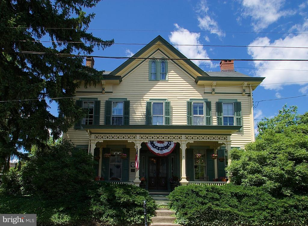 203 E WASHINGTON AVE, Newtown PA 18940