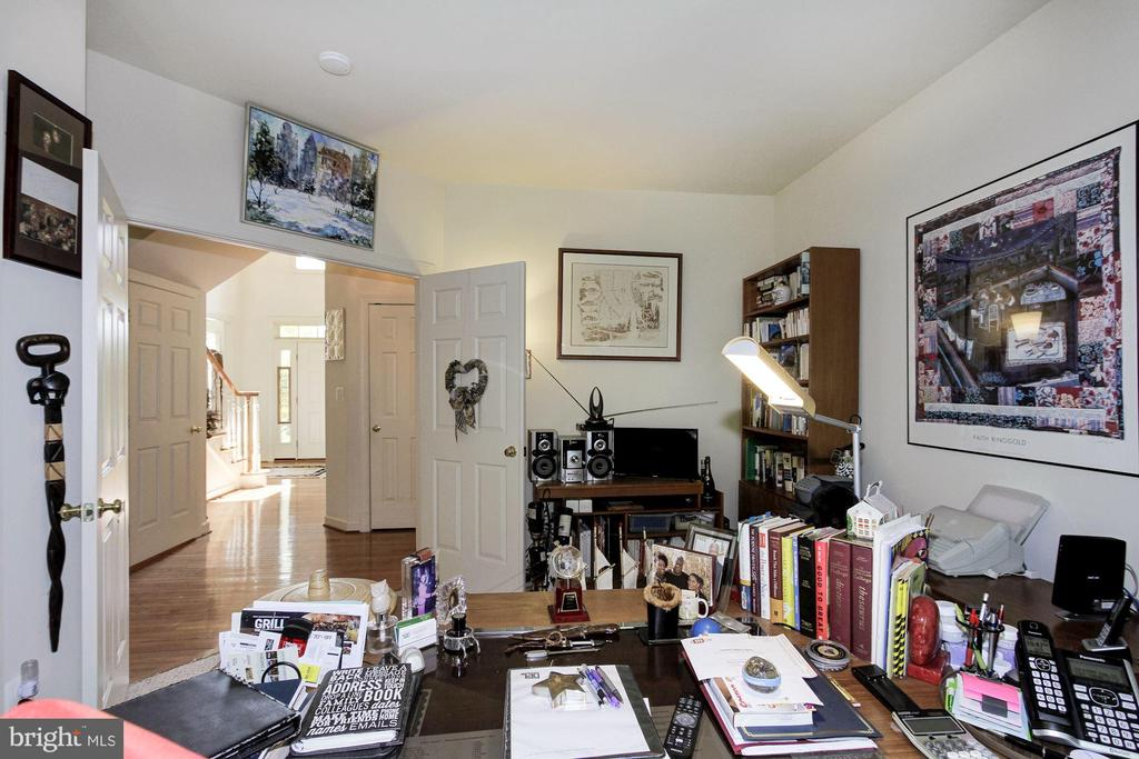 First Floor Bedroom or Den - 1019 CURTIS PL, ROCKVILLE