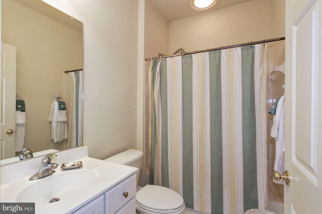 Upper Level Hall Bath - 1019 CURTIS PL, ROCKVILLE