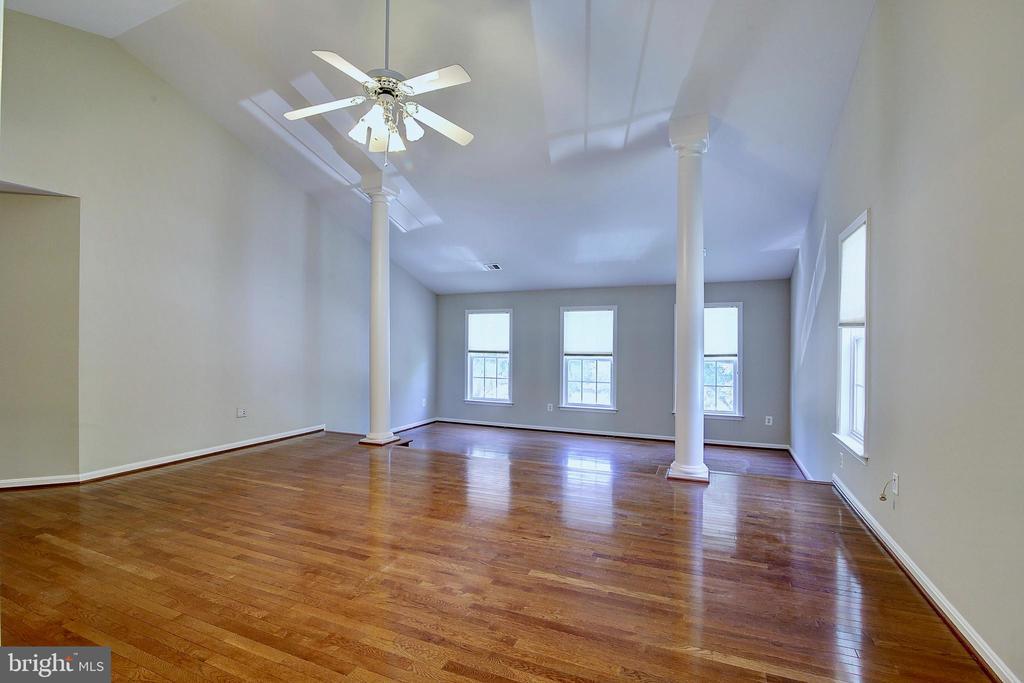 Expansive Master Bedroom - 21368 STURMAN PL, BROADLANDS