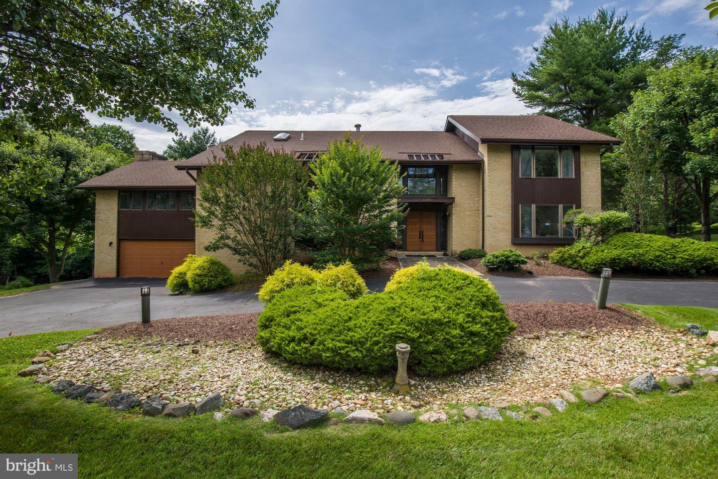 Single Family for Sale at 11501 Twining Ln Potomac, Maryland 20854 United States