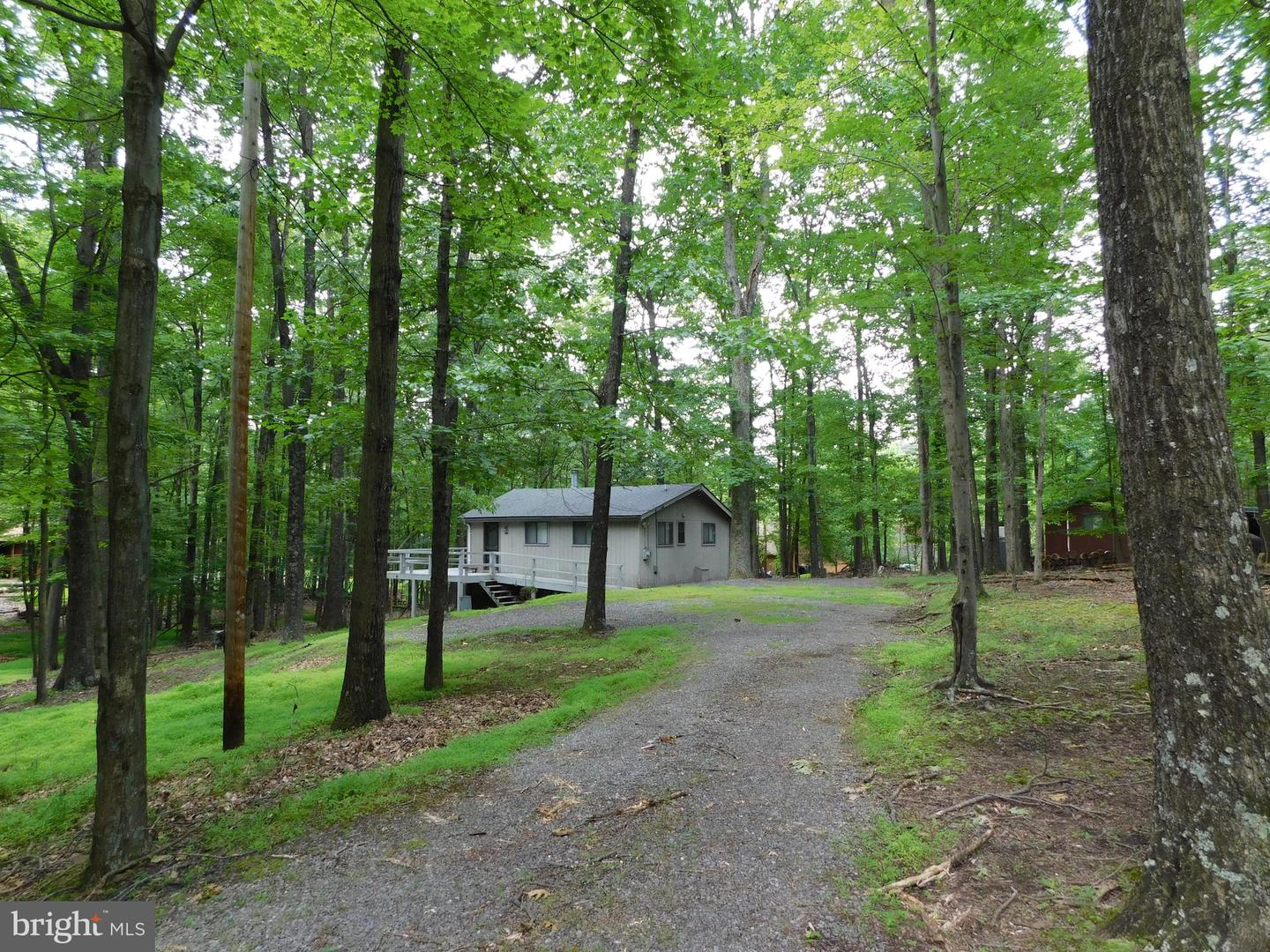 Single Family for Sale at 900 The Woods Road Hedgesville, West Virginia 25427 United States