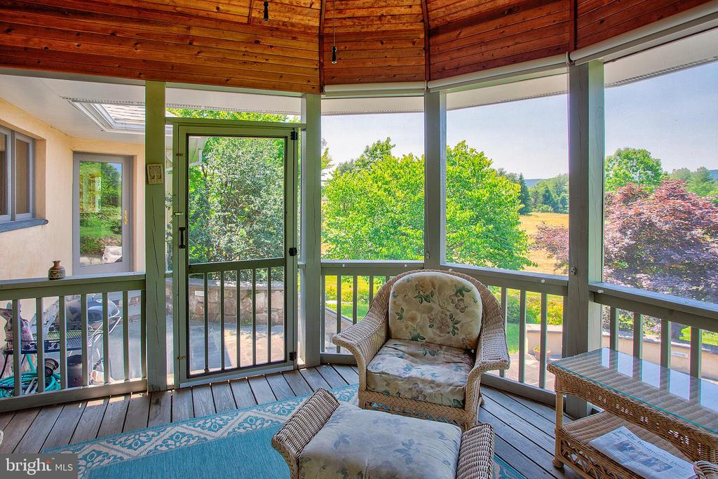 Screened porch - 20781 UNISON RD, ROUND HILL
