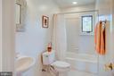 Full bath upper level - 20781 UNISON RD, ROUND HILL