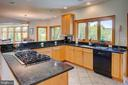 Gourmet kitchen with gas cooktop and double ovens - 20781 UNISON RD, ROUND HILL