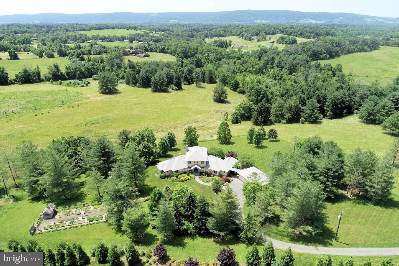 Single Family Homes للـ Sale في Round Hill, Virginia 20141 United States
