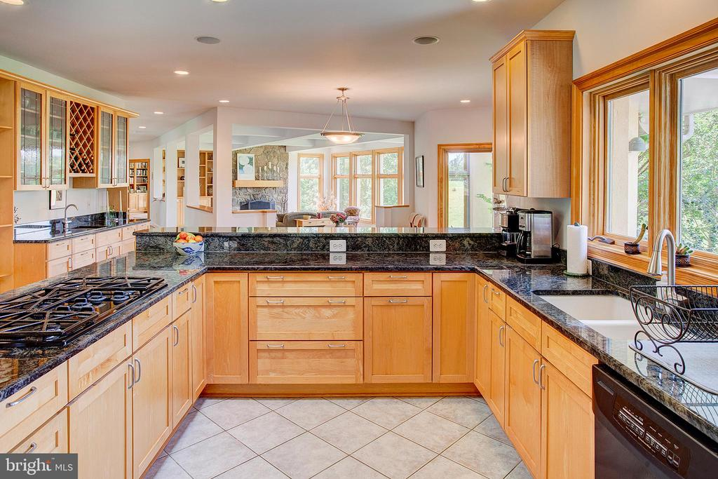 Galaxy granite countertops - 20781 UNISON RD, ROUND HILL