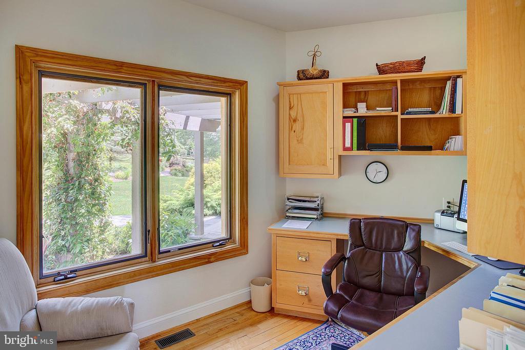 Main floor office - 20781 UNISON RD, ROUND HILL