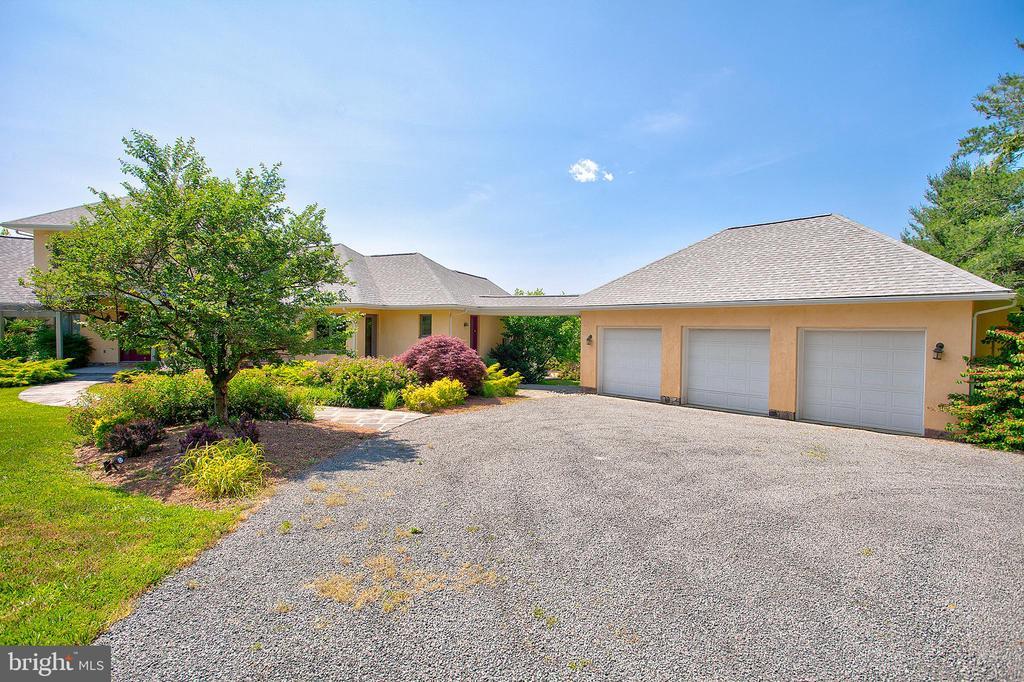 3 car garage - 20781 UNISON RD, ROUND HILL