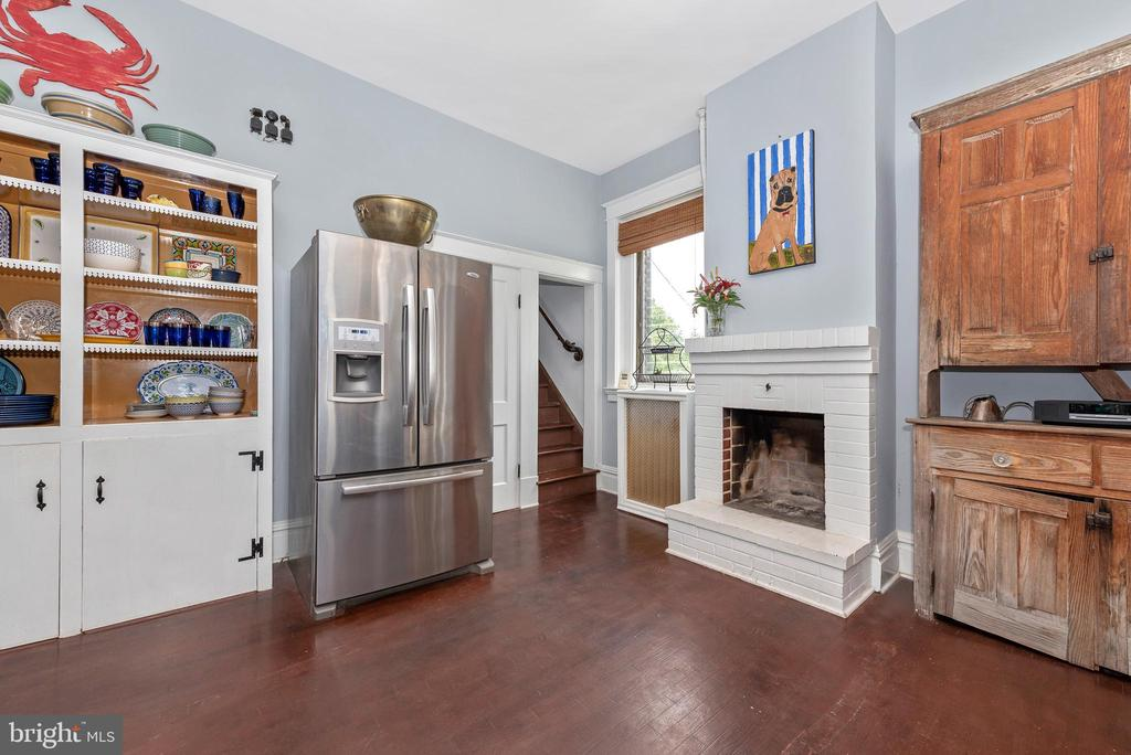Lovely built in and back staircase - 203 ROCKWELL TER, FREDERICK