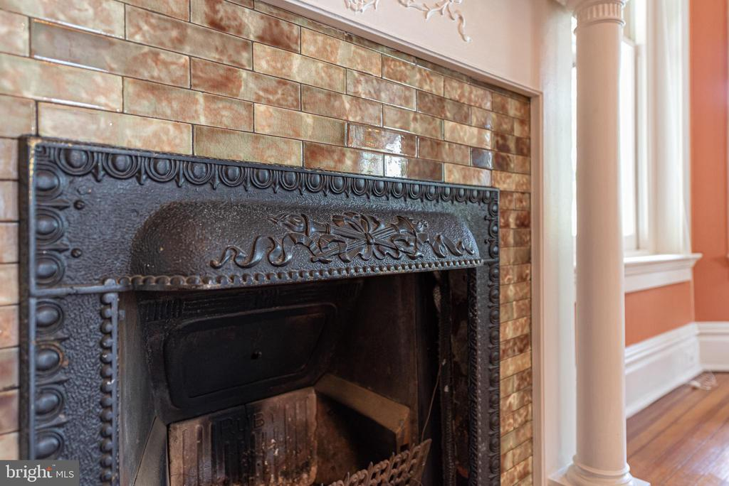 Detailed living room gas fireplace - 203 ROCKWELL TER, FREDERICK