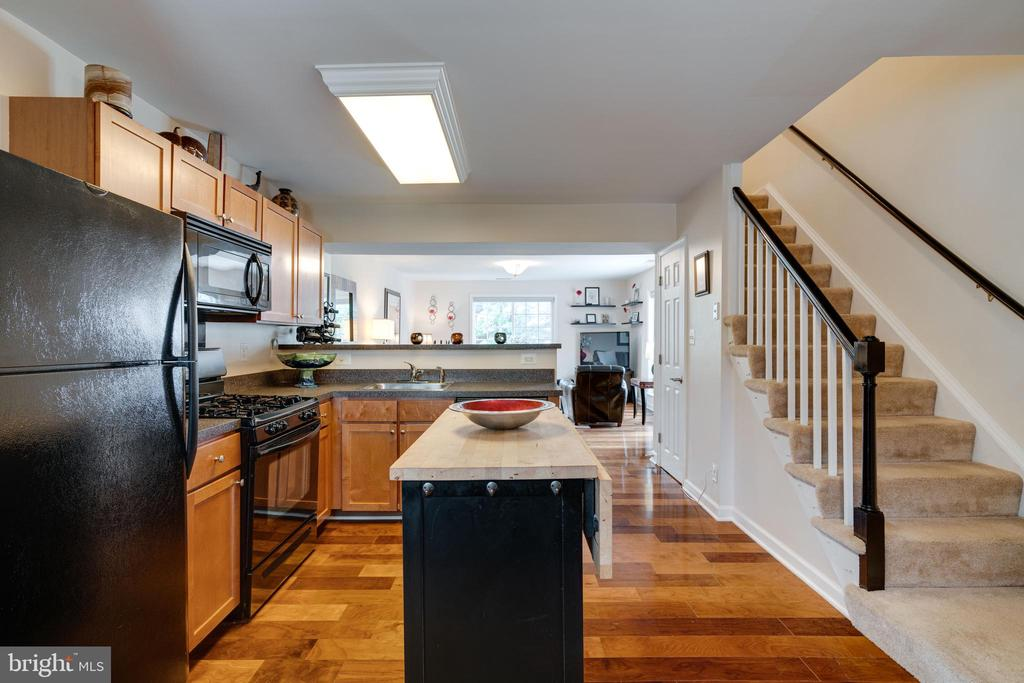 Fabulous kitchen w/ hardwood floors - 1485 N VAN DORN ST #A, ALEXANDRIA