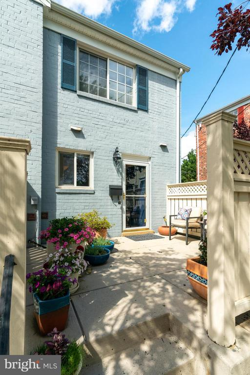 Welcome to 1485A in Parkside at Alexandria - 1485 N VAN DORN ST #A, ALEXANDRIA