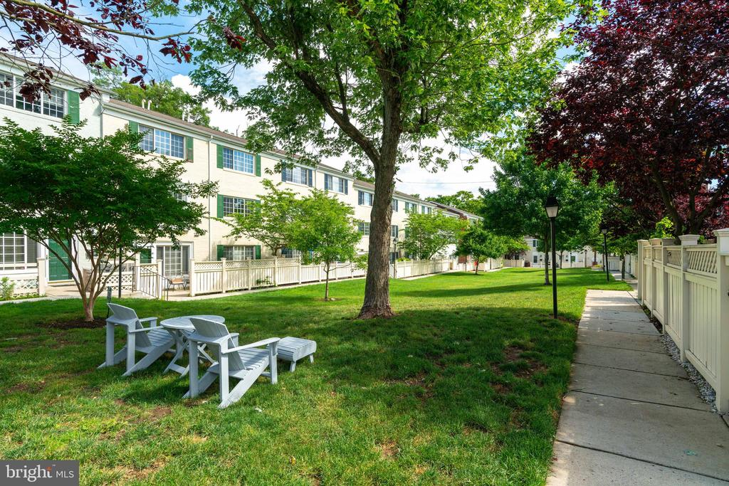 View of the courtyard from patio - 1485 N VAN DORN ST #A, ALEXANDRIA
