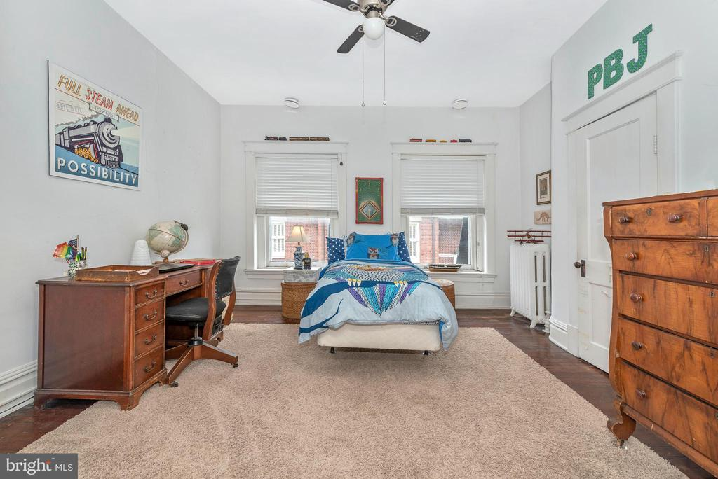 Nice size third bedroom - 203 ROCKWELL TER, FREDERICK