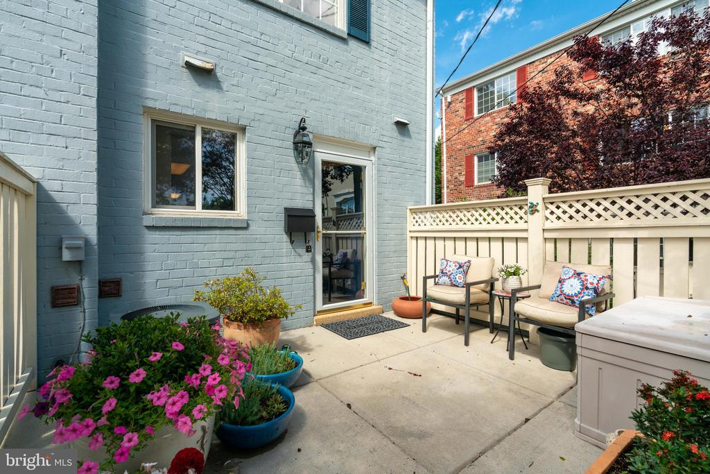 Beautiful End Unit - 1485 N VAN DORN ST #A, ALEXANDRIA