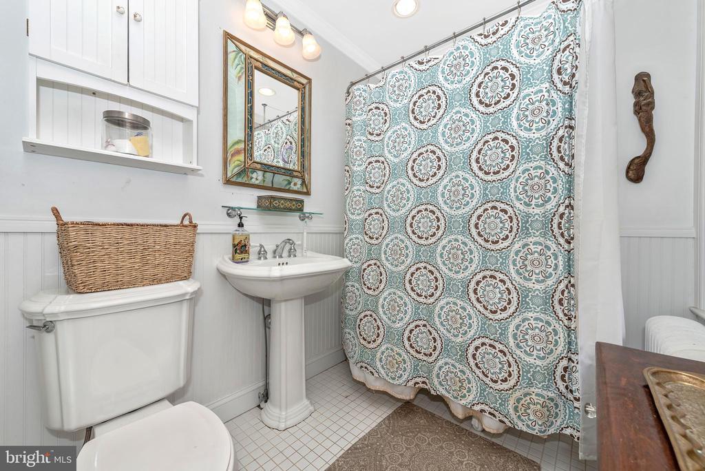 Master bath w/clawfoot tub - 203 ROCKWELL TER, FREDERICK