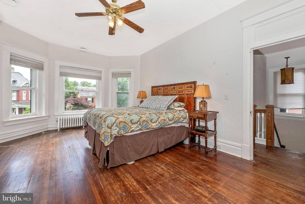 Glorious open and  airy sunfilled master! - 203 ROCKWELL TER, FREDERICK