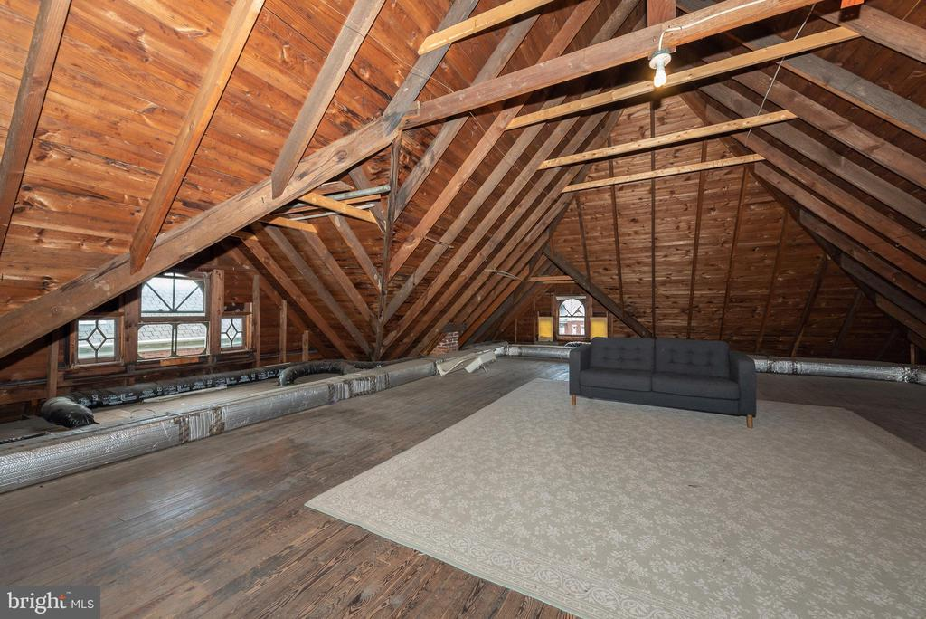 A WOW attic! Possible bdrm/office/play area/studio - 203 ROCKWELL TER, FREDERICK