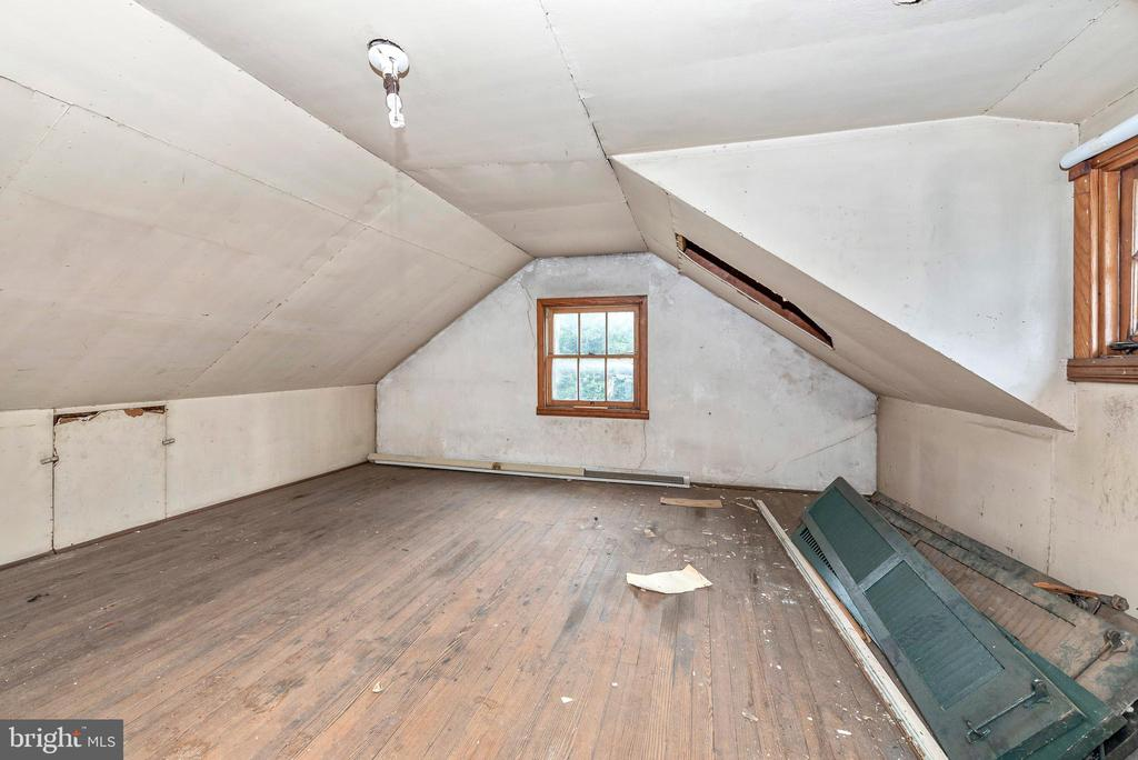 Second level carriage house for storage/studio - 203 ROCKWELL TER, FREDERICK