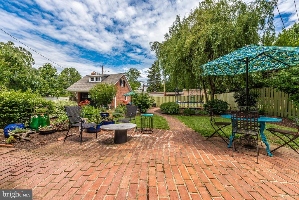 Relax on any of the outside patio spaces! - 203 ROCKWELL TER, FREDERICK