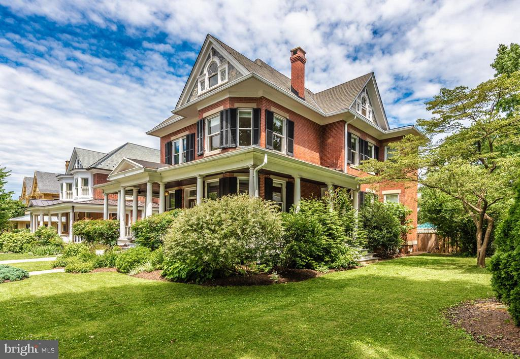 Gorgeous .26 beautifully landscaped lot - 203 ROCKWELL TER, FREDERICK