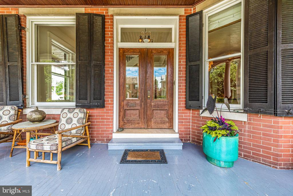 Beautiful entry with beveled glass doors - 203 ROCKWELL TER, FREDERICK