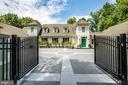 Private Gated Entrance - 909 MADISON ST, FREDERICKSBURG