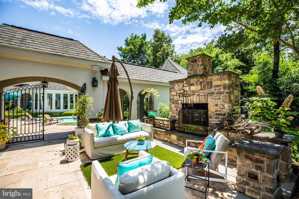 Plenty of outdoor living space - 909 MADISON ST, FREDERICKSBURG