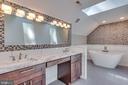 Quartzite counters in master bath - 16332 HAMPTON RD, HAMILTON