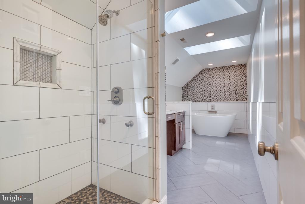 Remodeled master bath  pebbled shower floor! - 16332 HAMPTON RD, HAMILTON